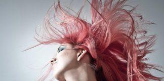 Jak zrobić naturalną płukankę przyciemniającą włosy